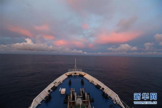 (图文互动)(2)远望3号船穿越赤道驶向测控任务海域