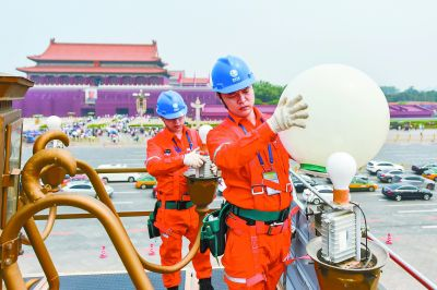 """喜迎新中国成立70周年 长安街华灯正式启动""""美颜体检"""""""