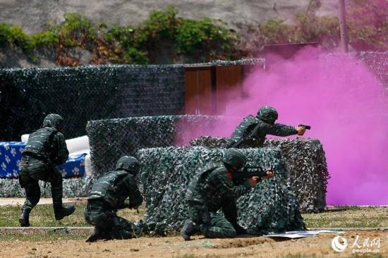 武警部队特战队员霸气演示震撼全场