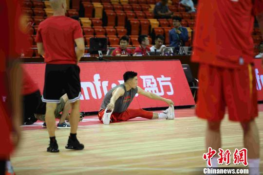 中国男篮胜澳大利亚联队收获热身赛首胜(图)