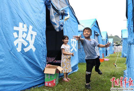 震后39小时 首个儿童乐园开张了