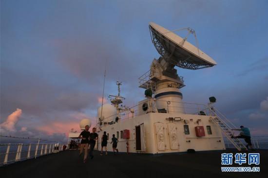 (图文互动)(3)远望3号船穿越赤道驶向测控任务海域