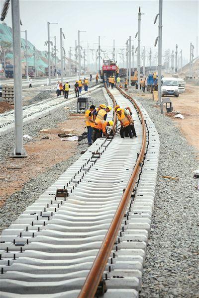 徐宿淮盐铁路铺轨到徐州东站 年底具备通车条件