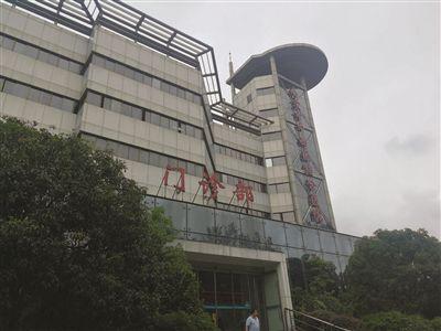 女子在南京市中西医结合医院装4颗烤瓷牙 两年后被拔6颗好牙