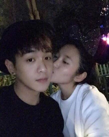 张若昀唐艺昕恋情回顾 长达八年浪漫甜蜜似偶像剧