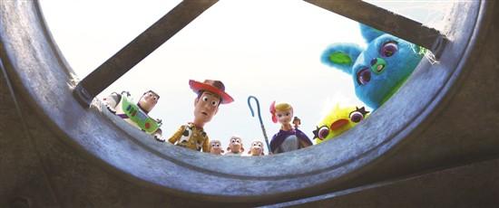 意料之外!《玩具总动员4》惊喜地让人在电影院笑得要捶地