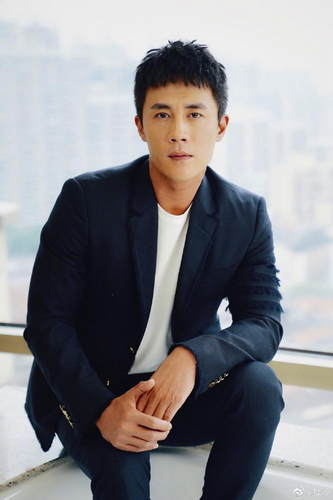 38岁杜淳与女友低调现身看电影 曝今年国庆将领证结婚