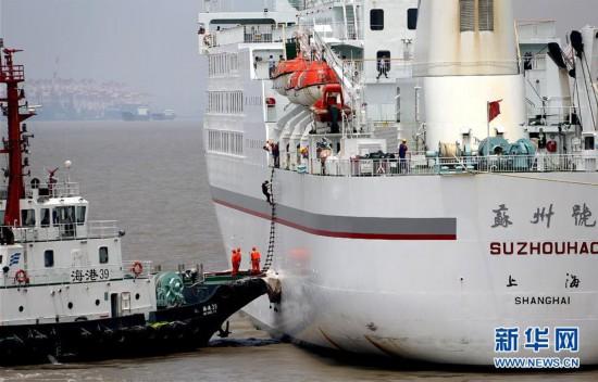 (社会)(4)上海举行国际邮轮海上救生应急演习