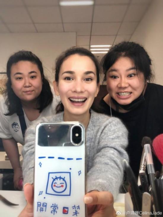卢靖姗被传与韩庚结婚后首晒自拍:记得笑口常开