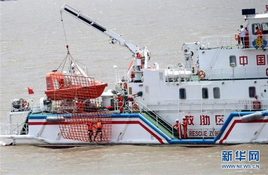 (社会)(1)上海举行国际邮轮海上救生应急演习