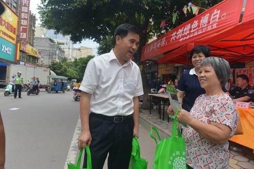 博白县开展世界环境日宣传一条街活动