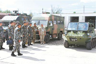 6月25日,由哈萨克斯坦、吉尔吉斯斯坦、俄罗斯、塔吉克斯坦4国组成的联方军事核查组对新疆军区某边防团进行核查。钞飞航 摄