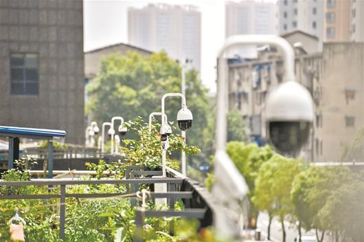 武汉多个小区加装朝天摄像头防范高空抛物