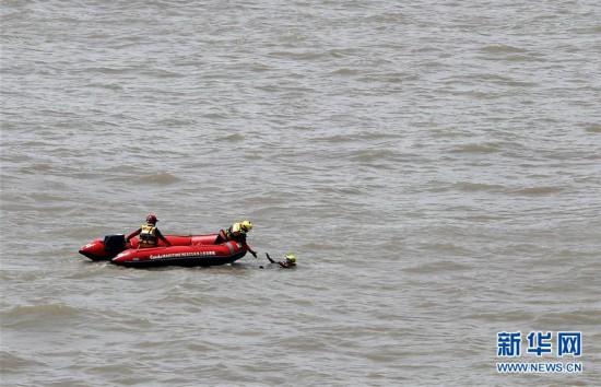 (社会)(2)上海举行国际邮轮海上救生应急演习