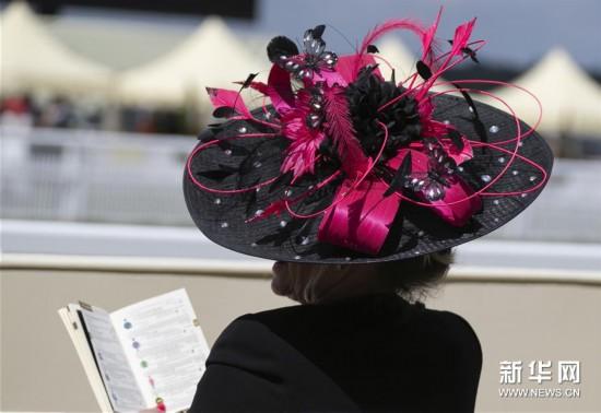 赛马会上的礼帽盛宴
