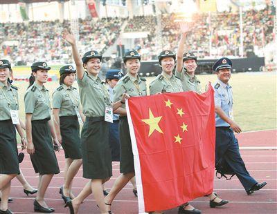 我军代表团步入第四届世界军人运动会开幕式会场。范江怀 摄
