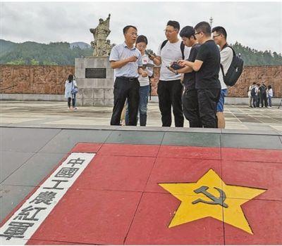 红军过夜睡门板(壮丽70年奋斗新时代·记者再走长征路)