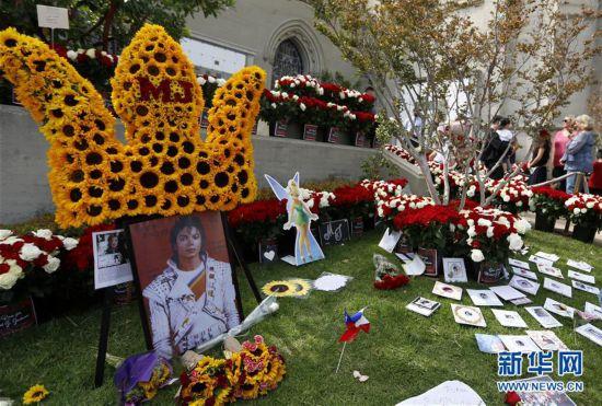 美国歌迷纪念迈克尔・杰克逊逝世十周年
