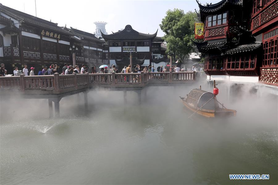 Shanghai's Yuyuan Garden opens its spraying system to cool down tourists