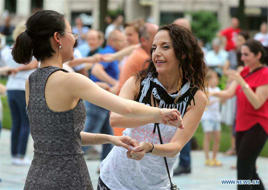 People participate in 2019 Chicago Summer Dance