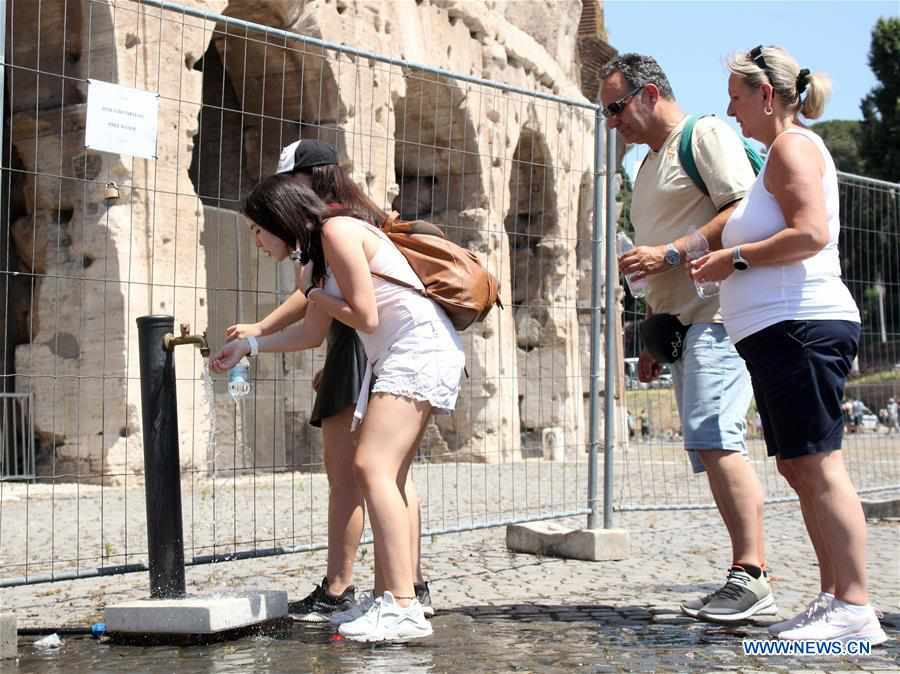 Heatwave in Italy leaves two men dead as health ministry issues warnings