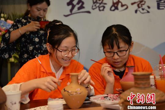 甘肃跨界推丝路主题餐厅:探文化味蕾讲文物故事