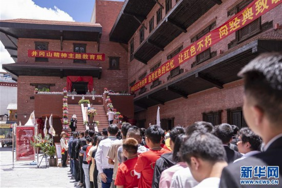 (专发新华网西藏频道)庆祝建党98周年 红色主题教育展在拉萨拉开帷幕(4)