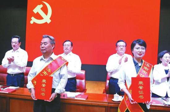 济南市庆祝中国共产党成立98周年暨表彰大会召开
