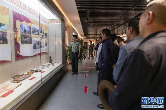 (专发新华网西藏频道)庆祝建党98周年 红色主题教育展在拉萨拉开帷幕(2)