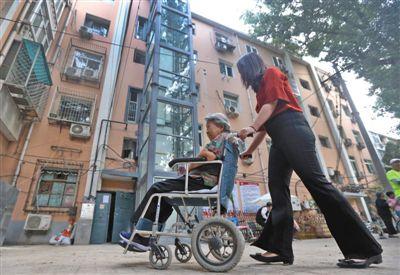 住建部鼓勵老小區裝電梯配建停車場