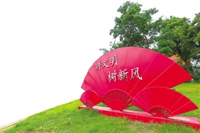 江苏靖江街头新增小品成为文明