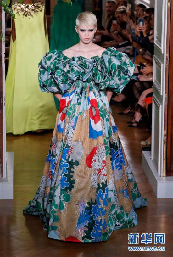 (国际)(1)巴黎高级定制时装周——华伦天奴发布秋冬新品