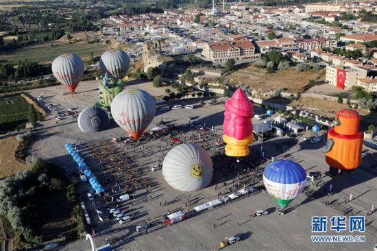 (国际)(4)首届卡帕多基亚国际热气球节开幕