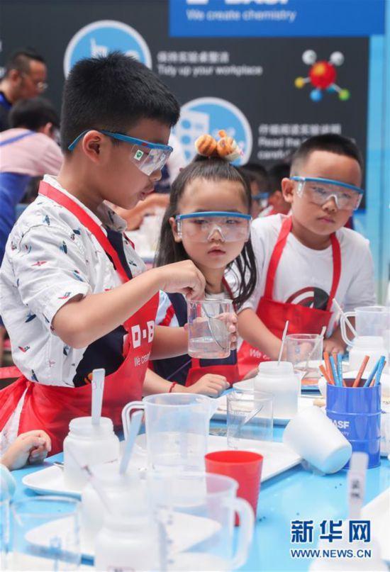"""(科技)(2)科技馆里的""""小小化学家"""""""