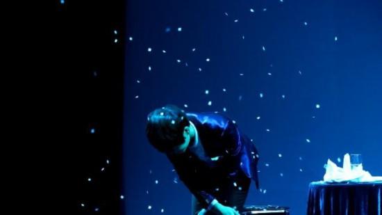 网站赚钱:陳奕天每次表演完都90度鞠躬明星的90度鞠躬你喜歡哪個