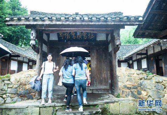 (社会)(7)贵州遵义:红色旅游迎客来