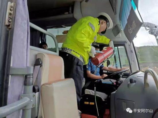 """漫威宇宙第三阶段顺序 阿尔山市公安局交巡警大队:三项措施筑牢车辆交通安全管理""""防护网"""""""