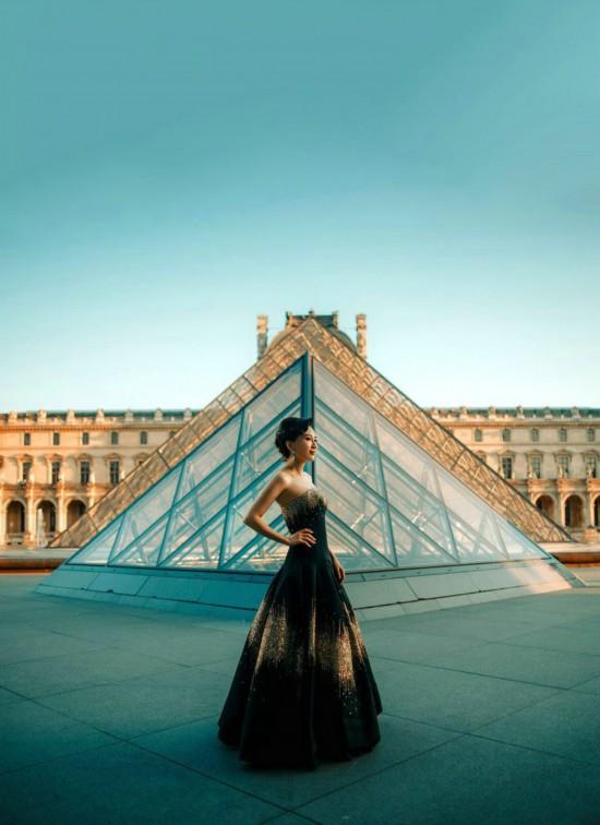 法国著名艺术家_时尚      7月1日-2日,著名珠宝艺术家anna hu受邀在巴黎高级定制时装