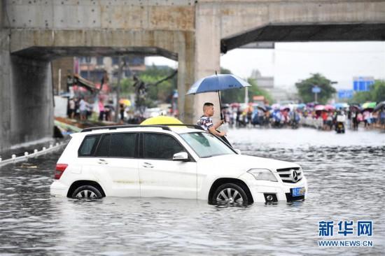 #(环境)(1)广西柳州遭遇暴雨袭击