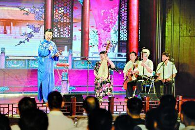 """武汉首批街头艺人有了""""表演证"""""""