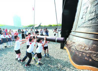 南京举行纪念全民族抗战爆发八十二周年活动