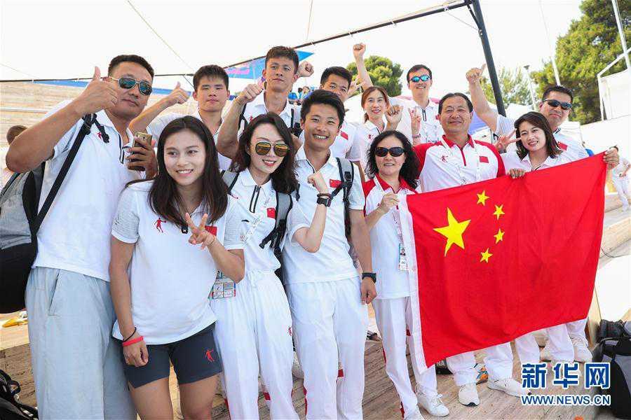 (大运会)(5)跳水――中国队获得男、女团体金牌