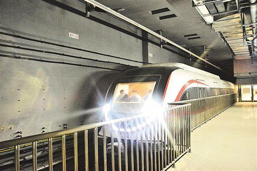 北京新机场线时速160公里架空刚性接触网成功试运行