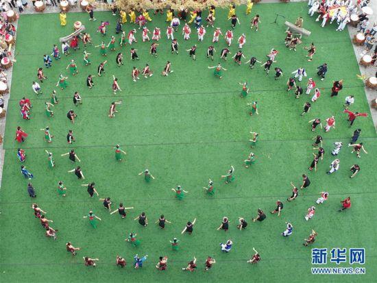 """#(社会)(1)欢庆""""六月六"""""""