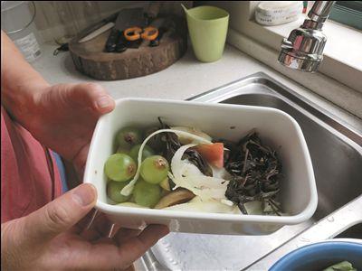7年没扔果皮菜叶 南通市民把厨余垃圾做成酵素