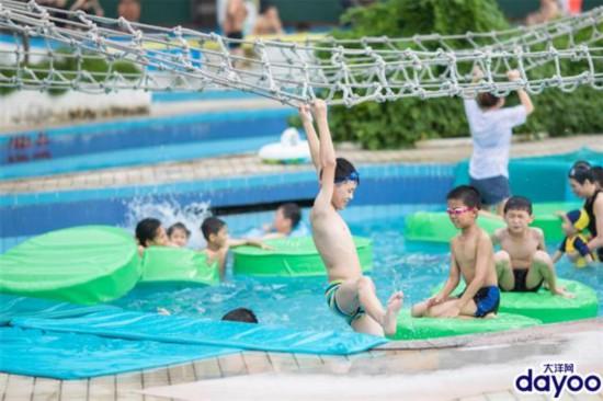 """炎熱七月,孩子們""""泡在水裡""""迎接暑假"""