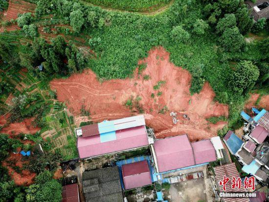 强降雨致福建浦城多地发生山体滑坡
