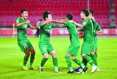 北京中赫国安队在先失一球的情况下连进4球