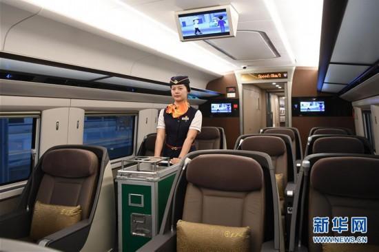 (社会)(2)重庆首发直达香港高铁