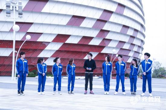 2白玉社长携八位学员在青岛东方影都大剧院展开训练_meitu_2.jpg